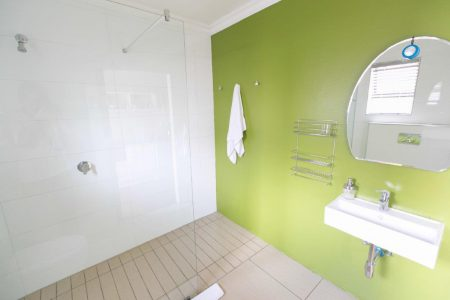 Perfek Stay Guest House Bathroom